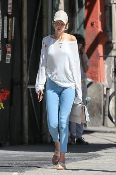 0316fe1bad But She s Also Rocked a White Option With a Casual Sweater and Jeans Combo