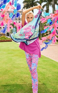 Celebrate the sunshine state with the Pippa Scarf. This colorful printed scarf is the perfect way to stay connected to Lilly's Palm Beach roots.