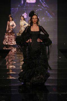 Margarita Freire en el Salón Internacional de Moda Flamenca SIMOF 2010 - . Foto 1 de 7