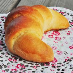 Almost Croissants: Cornetti With Briosche Dough - Bread and Companatico Bread Recipes, Baking Recipes, Swedish Bread, Different Types Of Bread, Dough Recipe, Croissants, Italian Recipes, Food To Make, Brioche