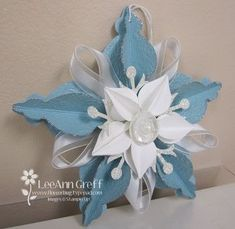 Susies ornament - Cool ornaments that could be made using recycled papers such as decorative gift bags... - found at http://flowerbug.typepad.com/my_weblog/2012/11/3d-ornament.html#