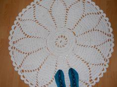 Marketta - pitsimatto. Tein isomman kuin ohje, maton halkaisijaksi tuli noin 120 cm. Marketta - lace carpet. I made larger, the carpet became a diameter of about 120 cm.