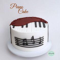 Piano Cakes, Music Cakes, Cupcakes, Cake Cookies, Cupcake Cakes, 10 Birthday Cake, Adult Birthday Cakes, Pastry Design, Guitar Cake