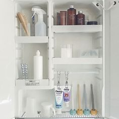 18 Completely Genius Home Organizing Hacks from JapanThese space-saving organizing hacks come from Japan and they are absolutely brilliant! In this post, you will learn how to organize nearly every room . Organisation Hacks, Home Organization Hacks, Purse Organization, Bathroom Organization, Organizing Ideas, Medicine Cabinet Organization, Bathroom Medicine Cabinet, Bathroom Essentials, Japanese House