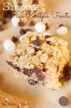 S'mores Rice Krispie Treats from sixsistersstuff.com.   All the goodness of s'mores made in your kitchen! #recipes #dessert #smores