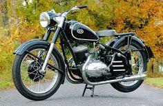 Classic Motors, Classic Bikes, Classic Cars, Classic Motorcycle, Antique Motorcycles, Cars And Motorcycles, Bmw Motors, Bike Engine, Old Bikes