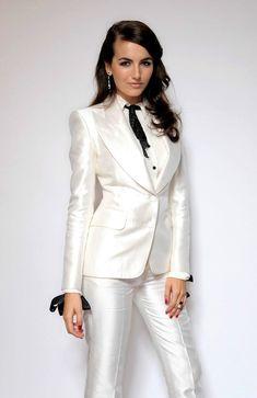 В летний сезон белый пиджак придется очень кстати для стиля делового