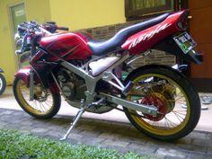 Modifikasi motor Kawasaki Ninja 150 SS merah Tahun 2012