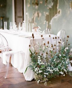 Organic wedding table with floral installation in old loft style venue Flower Centerpieces, Wedding Centerpieces, Wedding Decorations, Table Decorations, Deco Floral, Arte Floral, Floral Wedding, Wedding Flowers, Rustic Wedding