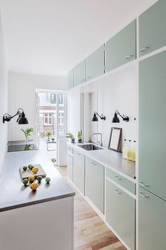 8 accessories that make you want to have a pastel room! Home Interior, Kitchen Interior, Interior Decorating, Home Decor Kitchen, Kitchen Dining, Kitchen Island, Beige Cabinets, Küchen Design, Cool Kitchens