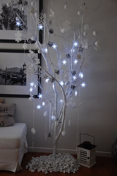 It's Christmas Time Unusual Christmas Trees, Alternative Christmas Tree, Modern Christmas, Christmas 2017, Xmas Tree, Winter Christmas, Christmas Home, Christmas Crafts, Christmas Ornaments