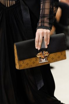 See detail photos for Louis Vuitton Spring 2017 Ready-to-Wear collection.