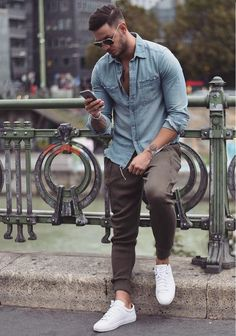 18 brown pants, a chambray shirt and white sneakers - Styleoholic