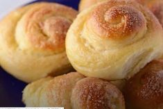 Bread Roll Recipe (Shoreek) Bread rolls, soft, sweet, fluffy and are astonishingly easy. These Egyptian sweet bread rolls are a childhood favorite with a warm cup of milk. Sweet Bread Rolls Recipe, Sweet Roll Recipe, Low Carb Recipes, Bread Recipes, Cooking Recipes, Low Carb Bread, Keto Bread, Low Carb Bun, Low Carb Milk