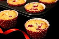 Kakkuviikarin vispailuja!: Herkulliset punaherukkamuffinssit