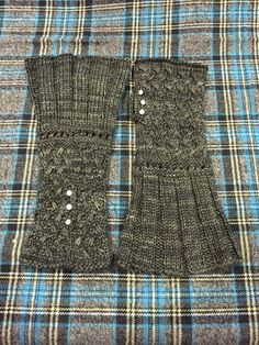 Lady Lallybroch Mitts Knitting Pattern | Outlander Inspired Knitting Patterns at http://intheloopknitting.com/outlander-inspired-knitting-patterns/