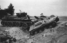 Подбитый танк Т-37а и погибший танкист. 1941г. Наверно 34 ТД против 16.Panzer Division (Hans Hube)