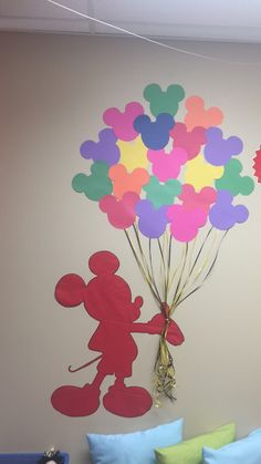 Mickey Mouse perfect for a Disney Classroom theme! Children can each make a ballon and write their name on it! Mickey Mouse Classroom, Mickey Mouse Crafts, Mickey Mouse Decorations, Disney Classroom, Mickey Mouse Clubhouse Birthday, Mickey Birthday, Disney Crafts, Mickey Craft, Mickey Mouse Birthday Decorations