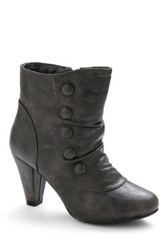 City Boot: another heeled ankle boot. This one looks like it has spats, almost - subtle touches of Victorian influence without being a costume. Grey Boots, Cute Boots, Ankle Boots, Black Booties, Vintage Boots, Vintage Outfits, Crazy Shoes, Me Too Shoes, Splendid Shoes