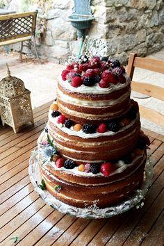 Victoria sponge naked wedding cake. #september #lastraspberries #septembercake #weddingcake #nakedcake #nakedcakewithfreshflowers