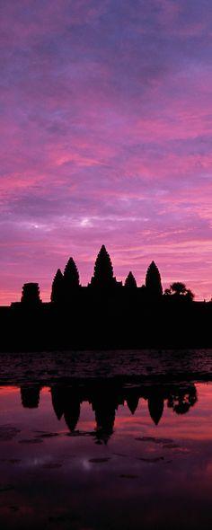 アンコールワットの朝日 Angkor Wat in sunrise.