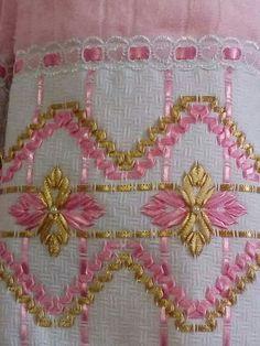 Resultado de imagem para toalha de banho bordada com fita