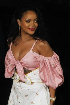 September Rihanna at the Fenty Beauty Launch in Madrid, Spain Best Of Rihanna, Rihanna Mode, Rihanna Looks, Rihanna Riri, Rihanna Style, Rihanna Outfits, Jenifer Lawrence, Beautiful Black Women, Beauty