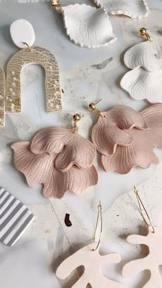 Ceramic Jewelry, Ceramic Clay, Polymer Clay Jewelry, Handmade Polymer Clay, Polymer Clay Projects, Resin Crafts, Clay Art, Paper Clay, Keramik Design