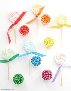 Rainbow Tablescape & DIY Balloon Garland - simple & fun ideas for styling a creative rainbow table with colorful balloon party decor as a table runner! Balloon Centerpieces, Balloon Garland, Balloon Party, Rainbow Birthday, Diy Birthday, Colourful Balloons, Colorful, Tissue Paper Tassel, Bird Party