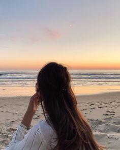 Instagram Profile Picture Ideas, Creative Instagram Photo Ideas, Digital Art Girl, Digital Portrait, Cool Girl Pictures, Girl Photos, Korean Picture, Beautiful Tumblr, Iphone Background Images