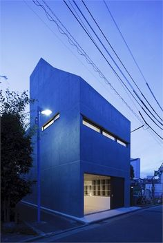 Grow, Tokyo, 2012 This downtown residence, which also houses the working spaces of a husband-and-wife designer couple, is located on an extremely small plot measuring just 65sqm.