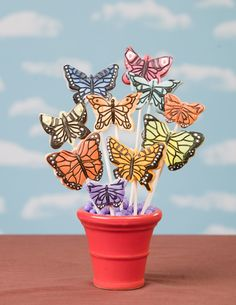 Butterfly decorated sugar cookie bouquet using rolled fondant. Summer Cookies, Fancy Cookies, Valentine Cookies, Easter Cookies, Birthday Cookies, How To Make Cookies, Christmas Cookies, Butterfly Cookies, Flower Cookies