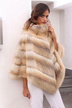 poncho en fourrure Fox Fur Coat, Shearling Coat, Mantel Jacke, Fur Cape, Vest Jacket, Fur Accessories, Vintage Fur, Faux Fur Vests, Fabulous Furs