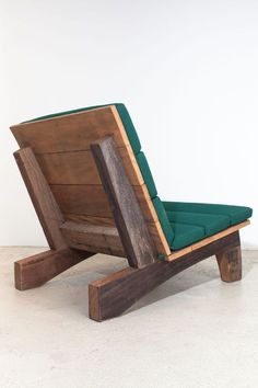Rio Manso chair by Carlos Motta available at ESPASSO. Suited for both indoor and outdoor spaces. Sustainable design. Woodworking Chair Ideas, Woodworking Plans, Outdoor Wood Furniture, Pallet Furniture, Cool Furniture, Furniture Design, Nachhaltiges Design, Wood Design, Chair Design