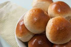 Når jeg bager brød og boller, foretrækker jeg som regel at bage med fuldkornsmel. Dels fordi jeg kan lide smagen, og dels fordi jeg ved, at fuldkornsbrød e