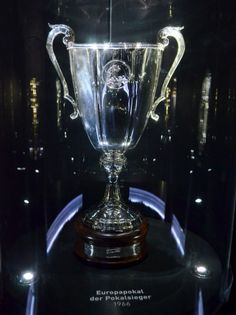UEFA Cup Winners' Cup Trophy (for Europe's FA Cup winner clubs) competition ceased after 1999 Soccer Trophies, Trophies And Medals, Glass Trophies, Chelsea Football, Chelsea Fc, Nike Football Boots, Fa Cup, Liverpool Fc, Wine Glass