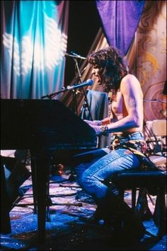Image about aerosmith in steven tyler❤️ by unhappy girl Play That Funky Music, Big Music, Elvis Presley, Brad Whitford, Tyler Young, Liv Tyler 90s, Steven Tyler Aerosmith, Elevator Music, Joe Perry