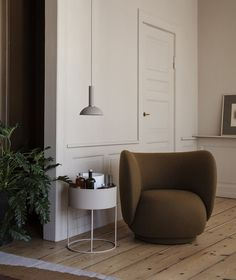 Rico Lounge Chair, Round Plant Box and Hoop Shade by Ferm Living Interior Design Minimalist, Home Interior, Modern Interior Design, Interior Designing, Simple Interior, Top Interior Designers, Apartment Interior, Home Design, Design Ideas