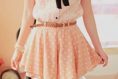 Polka dot skirt and lace top Glamour Fashion, Love Fashion, Fashion Beauty, Fashion Outfits, Fashion Ideas, Fashion Details, Fashion Tips, Cute Skirts, Cute Dresses