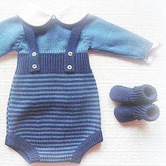 #baby #babyclothing #babyclothes #babysweater #sweater #babyromper #romper #babyknitwear #handmade #babygirl #yarn #instaknit #bebé #roupadebebé #crochet #babyspam #navyblue #babyboutique #feitoàmão #babyknits #babyfashion #fofo #instababy #babyboy #booties #babybooties #stripes #mariacarapim
