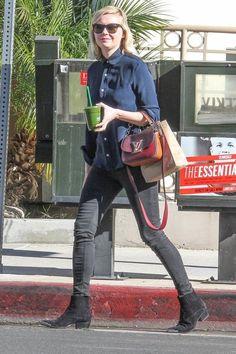 Kirsten Dunst stops to get a green juice.