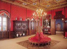 Зал в замке Сихров.
