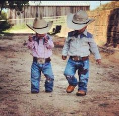 Raise little country boys (: Remington Clay and Walker Reed ♥ Raise little country boys (: Remington Clay and Walker Reed ♥ - Cute Adorable Baby Outfits Little Cowboy, Cowboy Up, Cowboy Humor, Cowboy Sayings, Baby Boy Cowboy, Lil Boy, Cowboy Baby Clothes, Meninos Country, Cute Kids