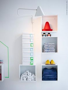 FÖRHÖJA väggskåp, IKEA PS 2012 vägglampa.