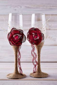 Gafas tostado flautas colores Borgoña por InesesWeddingGallery