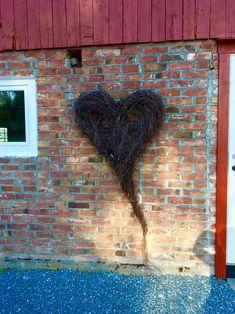 Stort hjerte av hengebjørk – fleurs Valentine Decorations, Xmas, Christmas, Diy And Crafts, Valentines, Wreaths, Creative, How To Make, Painting
