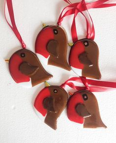 Items similar to Handmade fused Glass christmas Robin hanging Decorations on Etsy Fused Glass Ornaments, Glass Christmas Ornaments, Mosaic Glass, Glass Art, Hanging Decorations, Glass Animals, Glass Birds, Stained Glass Patterns, Robin