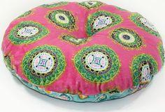 Free round pillow sewing pattern. Round cushion pattern to sew.