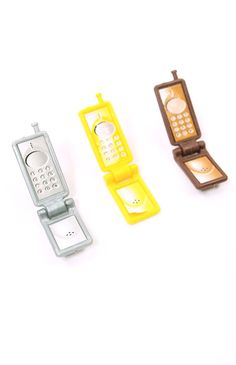 You think flip phones are old school? Think again! These cool mini flip phones are super smart and compact!
