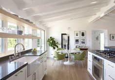 Modern meets traditional in this bright lovely kitchen
